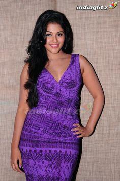 South Indian Actress Hot, South Actress, Hot Actresses, Indian Actresses, India Beauty, Asian Beauty, Most Beautiful Faces, Actor Photo, Beautiful Bollywood Actress