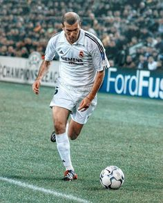 Zinedine Zidane, Soccer Ball, Real Madrid, Running, Instagram, Sports, Racing, Soccer, Keep Running