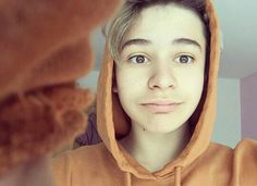 ❤❤❤❤ Pretty people make me smile - Leo Pretty Boys, Cute Boys, Let You Go, Leo, Baby Bar, Bars And Melody, I Love Him, My Love, Best Rapper