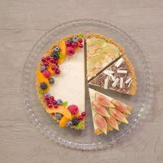 Un po' CROSTATA, un po' CHEESECAKE e... SENZA COTTURA ❤️ {➡️ link in bio}  Regia e montaggio: @ronka001  #crostata #torta #cake #cheesecake #sweet #dolce #fruit #baking #chocolate #honey #colors #summer #food #foodie #instafood #foodstagram #foodporn #dessertporn #chic #beautiful #amazing #delicious #video #bestoftheday  #foodstyling #giallozafferano