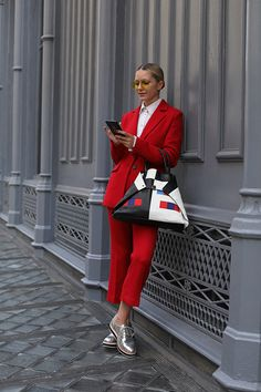 Blair Eadie wearing a red suit and carrying a new AKRIS AI bag // Silver oxford shoes from the Halogen x Atlantic-Pacific line, exclusively sold at Nordstrom suit Atlantic-Pacific Red Fashion, Fashion Outfits, Womens Fashion, Fashion Trends, Mode Monochrome, Atlantic Pacific, Silver Oxfords, Looks Style, My Style