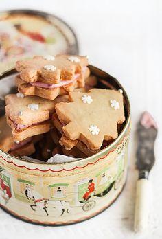 Ginger Shortbread with Cherry Icing | raspberri cupcakes