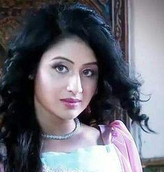 Beautiful Girl Photo, Beautiful Girl Indian, Beautiful Saree, Beautiful Indian Actress, Simply Beautiful, Girl Pictures, Girl Photos, Girl Pics, Wedding Lehenga Online