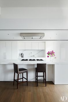 In a Manhattan apartment designed by S. Russell Groves, Calacatta marble complements the kitchen's white Boffi cabinetry.