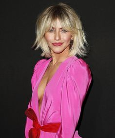 Julianne Hough looks amazing with this trendy, modern shag! Julianne Hough looks amazing with this trendy, modern shag! Julianne Hough looks amazing w Trending Haircuts, New Haircuts, Medium Hair Styles, Short Hair Styles, Short Hair Long Bangs, Short Hairstyles For Women, Shaggy Bob Hairstyles, Medium Shag Haircuts, Choppy Haircuts