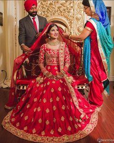 50 New ideas for wedding lengha bridal lehenga red Wedding Lehnga, Indian Bridal Lehenga, Indian Bridal Fashion, Bridal Outfits, Bridal Dresses, Indian Dresses, Indian Outfits, Bridal Lehenga Collection, Red Lehenga