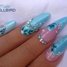 #brillbird#brillbirdnails #salonnails #handpainting #bluenails #flowernails #mywork #bedobabett #nailsinstragam #lovework #summernails #swarovski #lovenails