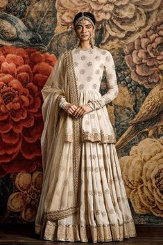 Cream Lehenga with booti printed work and a long simple blouse. Pairing the two together makes the outfit look like an Anarkali. Indian Wedding Outfits, Pakistani Outfits, Bridal Outfits, Indian Outfits, Wedding Dress, Eid Outfits, Wedding Wear, Trendy Outfits, Fashion Outfits