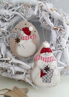 * Schneemann*  Baumschmuck mal etwas anders. Ein süsser Schneemann ... liebevoll auf Leinen appliziert, geschnitten, genäht und gefüllt als kleiner Hingucker für den Weihnachtsbaum, den...
