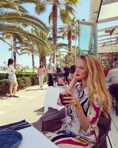 @ava.cristina Creo que me puedo acostumbrar con una sangría al día 💖🍷#Travel #Valencia #Spain #Gabbeach