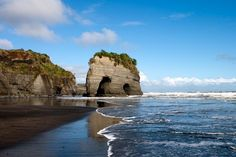 Elephant rock, Tongaporutu in New Zealand, North Island The Beautiful Country, Beautiful Places, New Plymouth New Zealand, Places Around The World, Around The Worlds, New Zealand North, King And Country, Adventure Tours, South Island