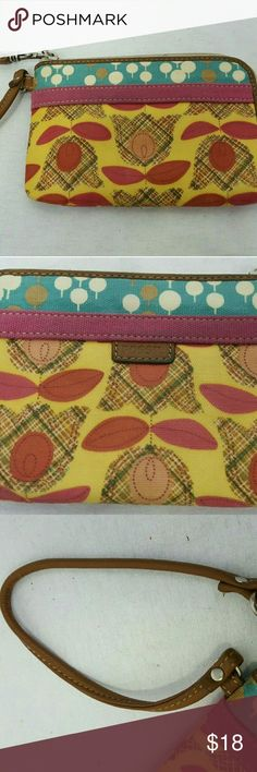 """Fossil Vintage key per floral mod clutch wristlet This is a super cute wristlet from Fossils Vintage line. Leather and canvas construction with retro yellow, pink, orange, blue, and white floral pattern. Zip around styling with multiple card slots inside. Small mark on top but otherwise in great condition. Height: 4.5"""", width: 6.5"""". Fossil Bags Clutches & Wristlets"""