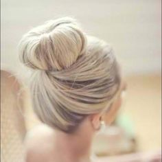 Beautiful bun on blond hair ❤ liked on Polyvore featuring beauty products, haircare, hair styling tools, hair, hairstyles, hair styles, cabelos and beauty