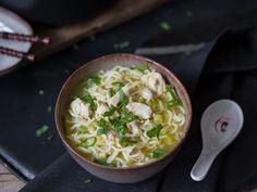 Schnelle chinesische Hühnersuppe mit Nudeln