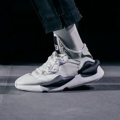 Yohji Yamamoto partnered with adidas to bring you designer sports fashion from the East. Come find the latest from Yohji Yamamoto today. New Shoes, Men's Shoes, Shoes Sneakers, Yohji Yamamoto, Fashion Shoes, Fashion Accessories, Mens Fashion, Sneakers Sketch, Sports Footwear