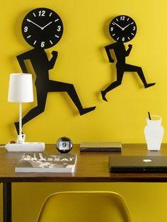 Metal Clock UOMINO by Diamantini & Domeniconi | #Design Lorenzo Bustillos, Juan Carlos Viso #clock #yellow #fun