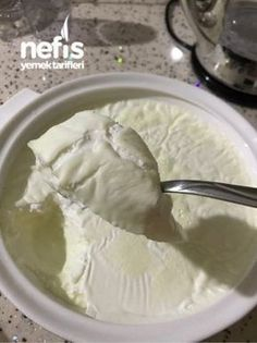 Taş Gibi Yoğurt Yapımı - Health and wellness: What comes naturally New Recipes, Cake Recipes, Bread Recipes, No Gluten Diet, Making Yogurt, Good Food, Yummy Food, Homemade Desserts, Turkish Recipes