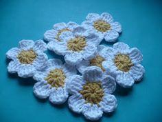 Es un Mundo Amigurumi: Regalo de navidad!!! Como hacer estas flores...