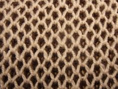 "Вязание спицами. Узор ""Двухцветная путанка"". How to Knit the Two Color Plaited Basketweave Stitch. - YouTube Knitting Videos, Crochet Videos, Knitting Stitches, Knitting Patterns, Crochet Patterns, Knit Slippers Free Pattern, Knitted Slippers, Squirrel, Color"