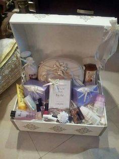 Bridal Gift Wrapping Ideas, Wedding Gift Baskets, Wedding Gift Boxes, Wedding Favor Bags, Diy Wedding, Wedding Gifts, Creative Gift Baskets, Diy Gift Baskets, Thali Decoration Ideas