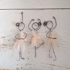 Danseuses avec du fil de fer et du tulle. - ballerinas but we may have to substitute pipe cleaners, easier for little fingers to shape.
