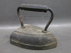 shopgoodwill.com: Antique Wapak Flat Iron Stamped Metal Casting, Irons, Flat Iron, Kettle, Mud, Laundry, Auction, Farmhouse, Inspire