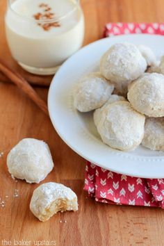 Christmas Baking: Eggnog Meltaways   Such a delicious Christmas cookie!