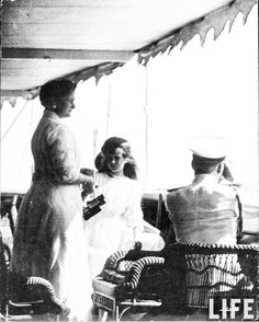 "Empress Alexandra Feodorovna of Russis and the Grand Duchess Anastasia Nikolaevna Romanova of Russia in 1911.  ""AL"""
