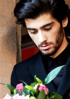 Would Zayn Malik make your Valentine's Day perfect? #ValentinesLola >>  Yes!