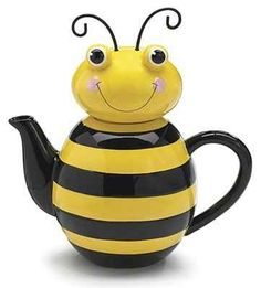 Black and yellow buzzing Honey Bees would make a cheerful addition to your kitchen decor. This page features a nice selection of Honey Bee kitchen decor accessories. The first is the adorable, smiling Honey Bee Tea Pot pictured here. Cute Teapot, Teapots Unique, Vintage Teapots, Teapots And Cups, Ceramic Teapots, Chocolate Pots, Mellow Yellow, Yellow Black, Color Yellow