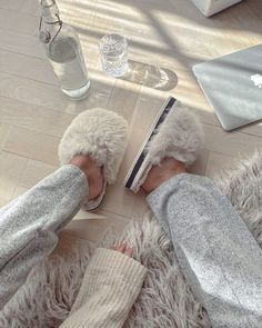 Find images and videos about fashion, home and outfits on We Heart It - the app to get lost in what you love. Classy Aesthetic, Beige Aesthetic, Aesthetic Light, Aesthetic Fashion, Sacs Louis Vuiton, Looks Style, My Style, Marca Personal, My Vibe