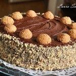 Tort cu Nutella si alune de padure Mai, Nutella, Cooking Recipes, Desserts, Food, Tailgate Desserts, Food Recipes, Dessert, Postres