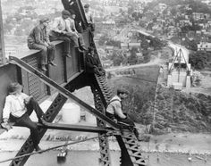 Construction workers high above New York State - Photos - NYC construction… Old Pictures, Old Photos, Rare Photos, One World Trade Center, Manhattan New York, Vintage New York, Iron Work, Construction Worker, Vintage Photographs