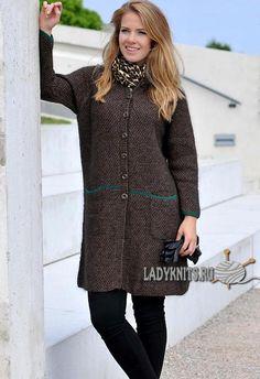 Стильное женское пальто спицами, описание