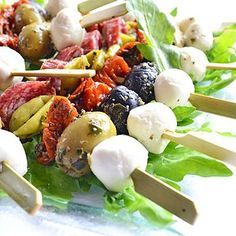 Résultat d& pour kebab antipasti Party Finger Foods, Snacks Für Party, Appetizers For Party, Clean Eating Snacks, Healthy Snacks, Eating Habits, Mozarella, Salad Recipes For Dinner, Food Garnishes