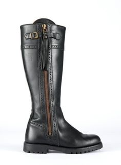 Spanish boot in black leather
