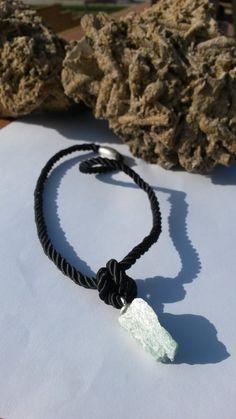 Cordón tenzado negro, fluorita y cierre de imán