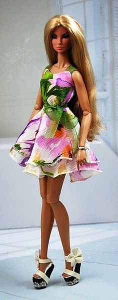 Evening fashion - such a pretty floral dress.