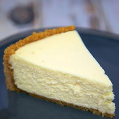 Classic Cheesecake Recipe - Easy Tips for the Best Cheesecake Best Homemade Cheesecake Recipe, How To Make Cheesecake, Best Cheesecake, Classic Cheesecake, Easy Cheesecake Recipes, Dessert Recipes, Homemade Recipe, Homemade Desserts, No Fail Cheesecake Recipe