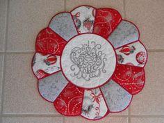 CHRISTMAS IDEAS - Free Applique Machine Embroidery Design - Kreative Kiwi