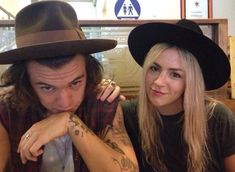 Harry and Gemma are matching Hats Zayn, Harry Styles Family, Gemma Styles, Holmes Chapel, Harry 1d, Mr Style, One Direction Harry, Treat People With Kindness, Harry Edward Styles