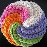 15 Dish Scrubbies To Make: {Free Patterns} - Hey Mom, great way to use up little bits of yarn! Crochet Kitchen, Crochet Home, Knit Or Crochet, Crochet Crafts, Yarn Crafts, Crochet Stitch, Crochet Scrubbies, Crochet Potholders, Crochet Motifs