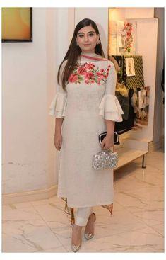 Sleeves Designs For Dresses, Dress Neck Designs, Stylish Dress Designs, Stylish Dresses, Pakistani Dress Design, Pakistani Dresses, Indian Dresses, Designer Plus Size Clothing, Designer Dresses