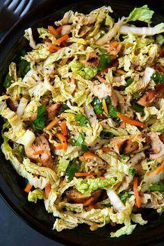 Pollo fideos chinos zanahoria y lechuga
