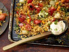 Gemüse-Reis-Pfanne aus dem Ofen - mit Kohlrabi, Paprika und Möhren - smarter - Kalorien: 416 Kcal - Zeit: 45 Min. | eatsmarter.de