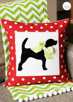 A tutorial for how to create a custom pet silhouette pillow cover. A perfect gift idea for pet lovers.