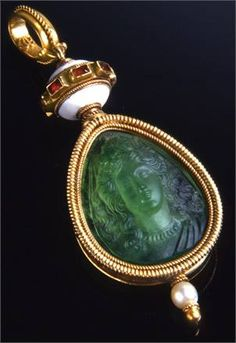 Emerald pendant, engraved and moulded by Fortunato Pio Castellani in the 19th Century, which Napoleon III gave to the Countess of Castiglione.