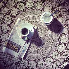 Una colazione elegante per iniziare al meglio una giornata soleggiata di fine inverno.  Cosa c'è di meglio di un caffè macchiato per affrontare una mattinata produttiva sui libri.  Compagna di oggi: chimica generale ⚗