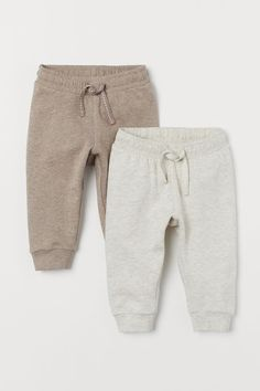Joggers in soft organic cotton sweatshirt fabric with an elasticized drawstring waistband and ribbed hems. Fashion Kids, Baby Boy Fashion, Babies Fashion, Baby Outfits, Kids Outfits, Baby Clothes Online, Trendy Baby Clothes, Babies Clothes, Baby Clothes For Boys