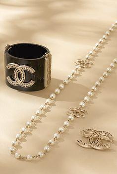 Metal chain bracelet embellished... - CHANEL❤️